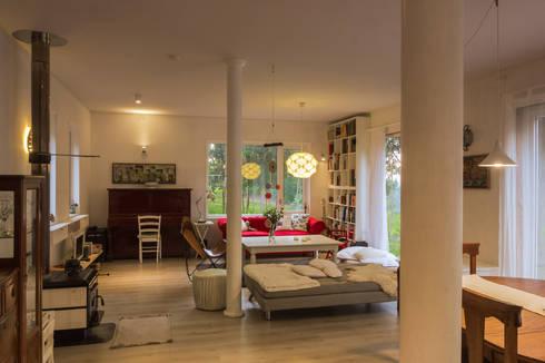 HP HOUSE: Livings de estilo escandinavo por Moraga Höpfner Arquitectos