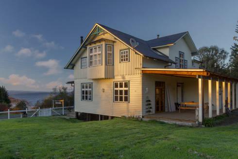 CASONA LOS BAJOS: Casas de estilo escandinavo por Moraga Höpfner Arquitectos