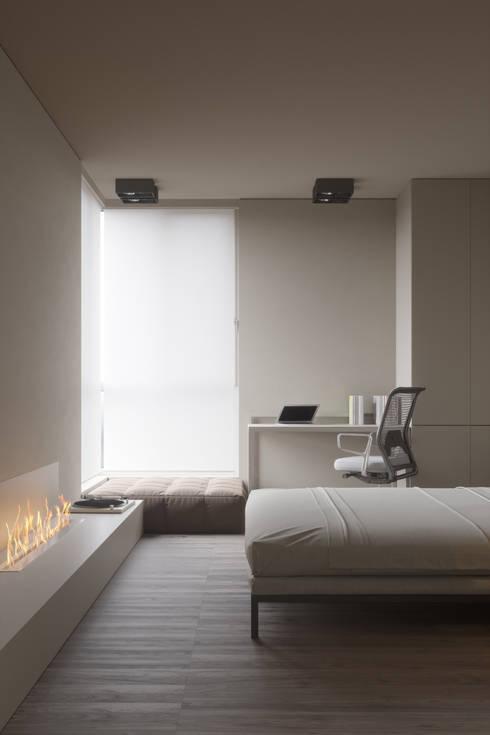 Projekty,  Sypialnia zaprojektowane przez IGOR SIROTOV ARCHITECTS