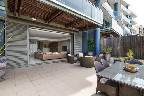 Apartment Robertson - Pembroke:  Patios by Covet Design