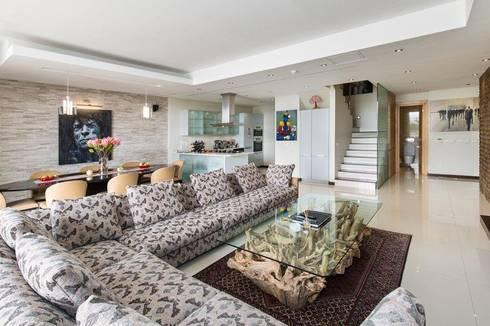 Apartment Robertson—Pembroke: modern Living room by Covet Design