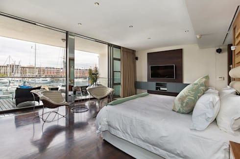Apartment Robertson—Pembroke: modern Bedroom by Covet Design