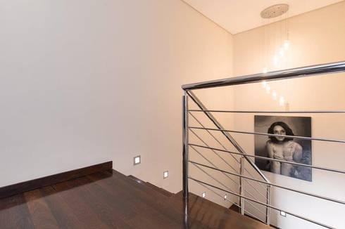 Apartment Robertson—Pembroke:  Corridor & hallway by Covet Design
