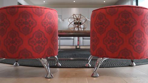 House Stuttaford—Baronetcy Estate: modern Living room by Covet Design