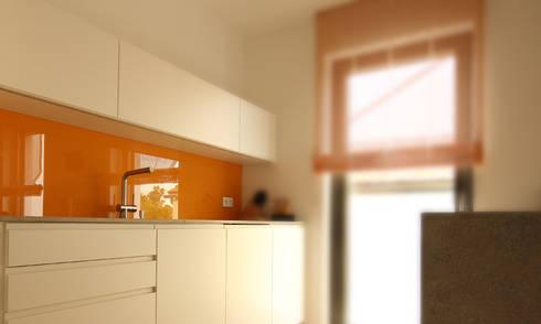 puristische k che mit steinarbeitsplatte und farbtupfer. Black Bedroom Furniture Sets. Home Design Ideas