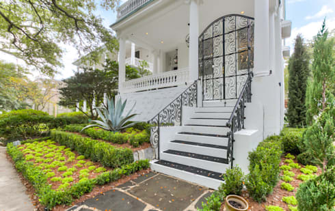 Nashville Avenue Residence, New Orleans: eclectic Houses by studioWTA