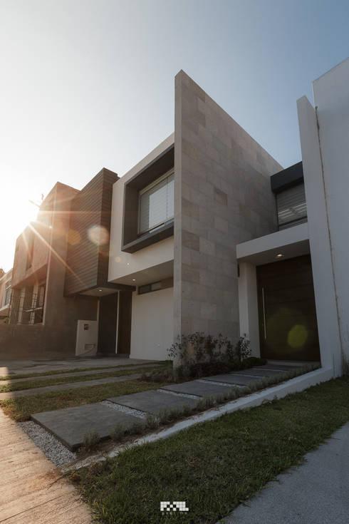 Virreyes 15: Casas de estilo minimalista por 2M Arquitectura