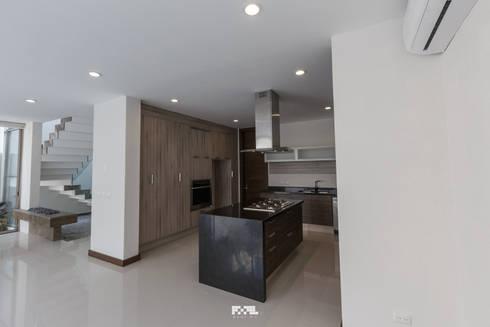 Virreyes 15: Cocinas de estilo moderno por 2M Arquitectura