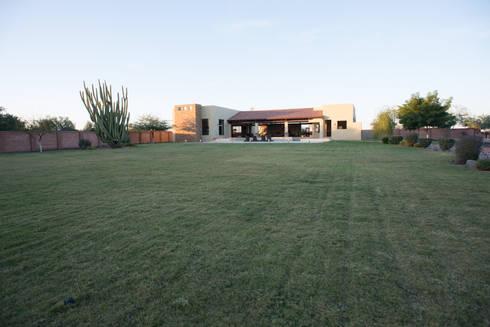 modern Garden by TAMEN arquitectura