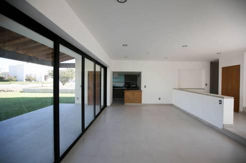 Campanario Purisima 204: Salas de estilo moderno por Arquitectura MAS