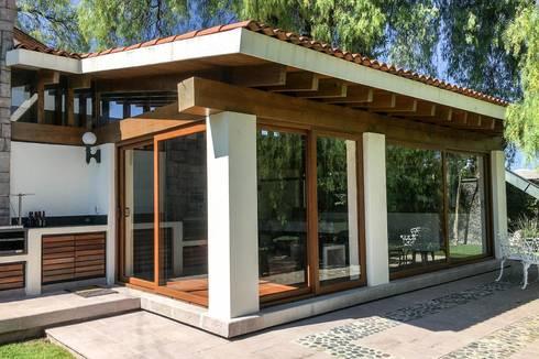 Salón de Juegos: Casas de estilo moderno por Arquitectura MAS