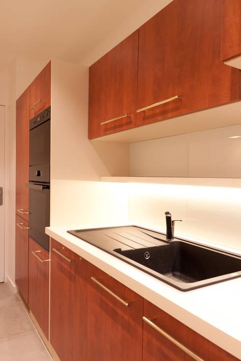 r novation compl te d 39 un appartement de 85 m2 par ateliers kumquat homify. Black Bedroom Furniture Sets. Home Design Ideas