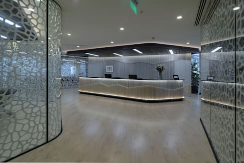Oficinas FerradaNehme: Pasillos y hall de entrada de estilo  por Sociedad Constructora Atenas