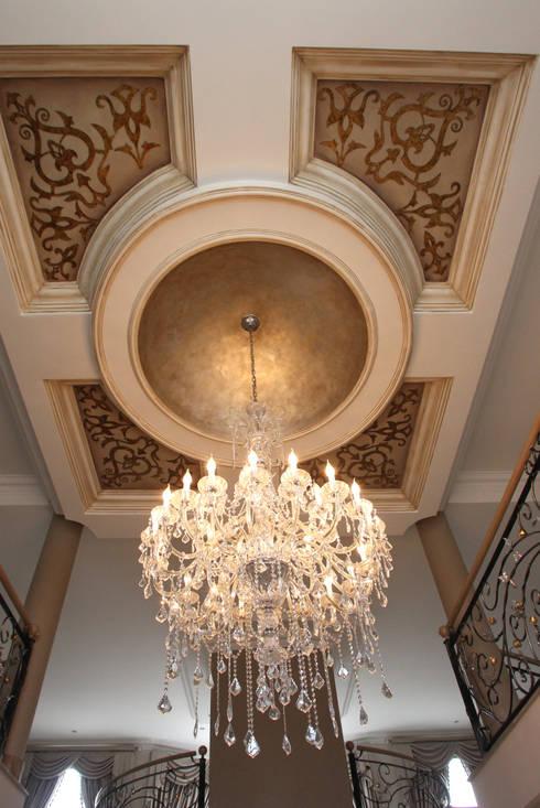 Ebotse Estate:  Corridor & hallway by Tru Interiors