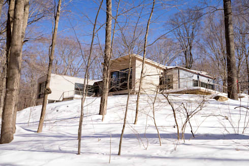 exterior view in the winter: modern Houses by JMKA architects