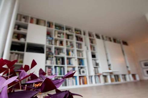 Bibliothekswand Mit Türen Aus Weißem MDF