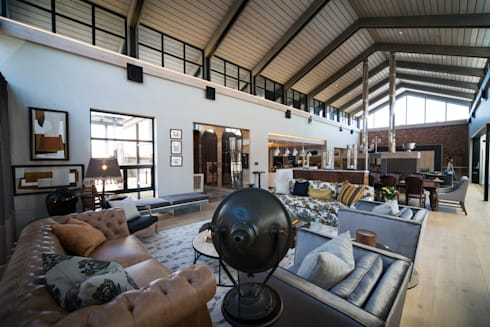 Upmarket home in Johannesburg: eclectic Living room by Kim H Interior Design
