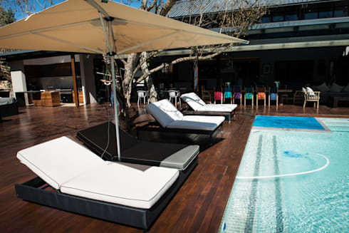 Upmarket home in Johannesburg: eclectic Pool by Kim H Interior Design