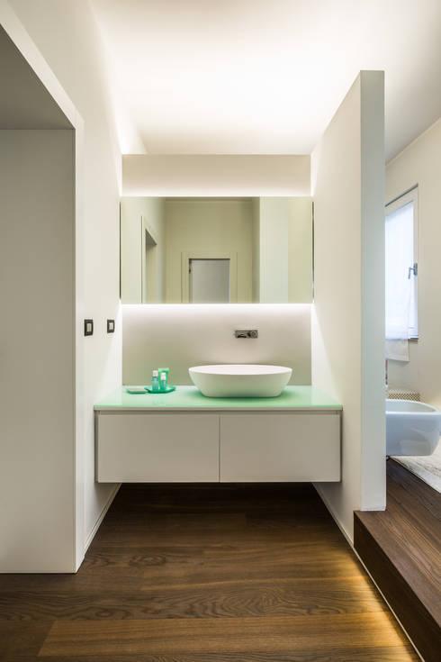 Projekty,  Łazienka zaprojektowane przez PLUS ULTRA studio