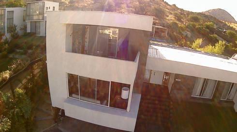 VIVIENDA EN CHICUREO, CONDOMINIO LA RESERVA: Casas de estilo mediterraneo por ARQUITECTURA VANGUARDIA