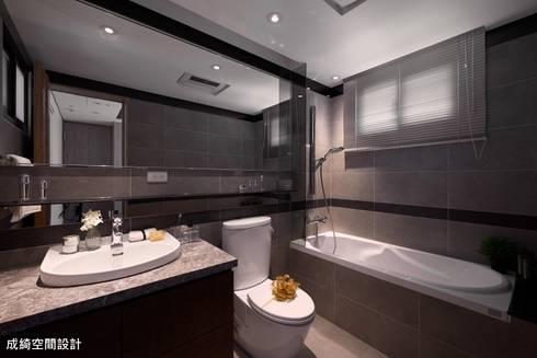 嚴公館:  浴室 by 成綺空間設計