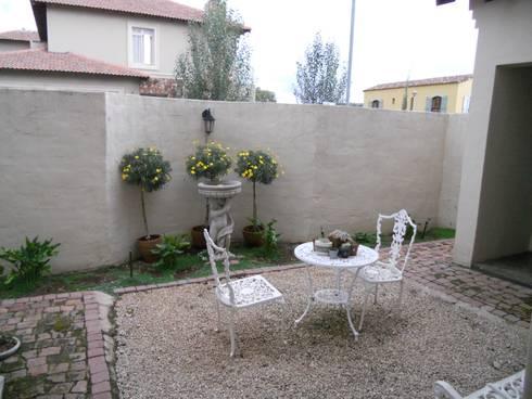 French House: mediterranean Garden by SOJE Interior, Design and Decor PTY (Ltd)