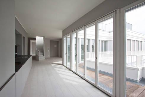 new attic apartment: modern Kitchen by brandt+simon architekten