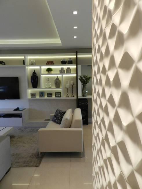 Pasillos y recibidores de estilo  por Nova Arquitetura