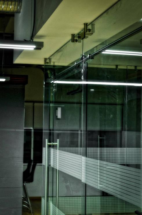 sala juntas-01: Estudios y oficinas de estilo moderno por ArqCubo