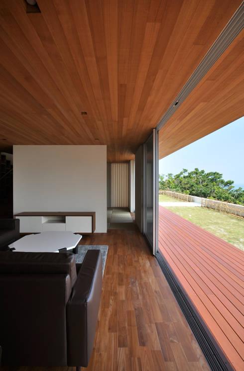 SKM03-HOUSE: 門一級建築士事務所が手掛けたベランダです。