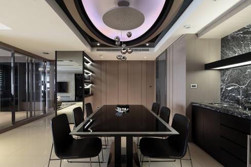 時尚經典-廖公館:  餐廳 by IDR室內設計