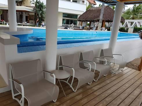 HOTEL MARENA: Balcones y terrazas de estilo moderno por SINDO OUTDOOR