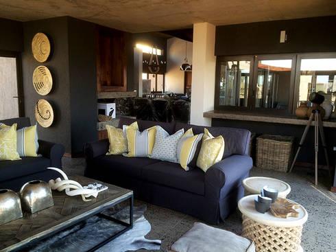 Living Room: modern Living room by Katie Allen Decor & Design/Urban Yuppi