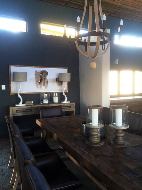 Dining Area: modern Dining room by Katie Allen Decor & Design/Urban Yuppi