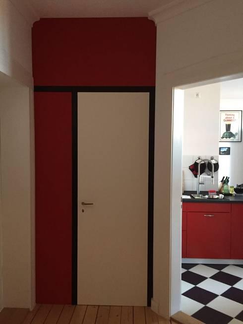 Tür zur Abtrennung des Eingangs: moderne Fenster & Tür von ARTfischer Die Möbelmanufaktur.