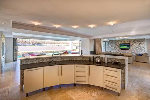 House Fyfe: modern Kitchen by Swart & Associates Architects