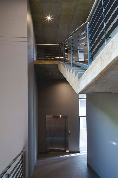 441@Kirkness:  Corridor & hallway by Swart & Associates Architects