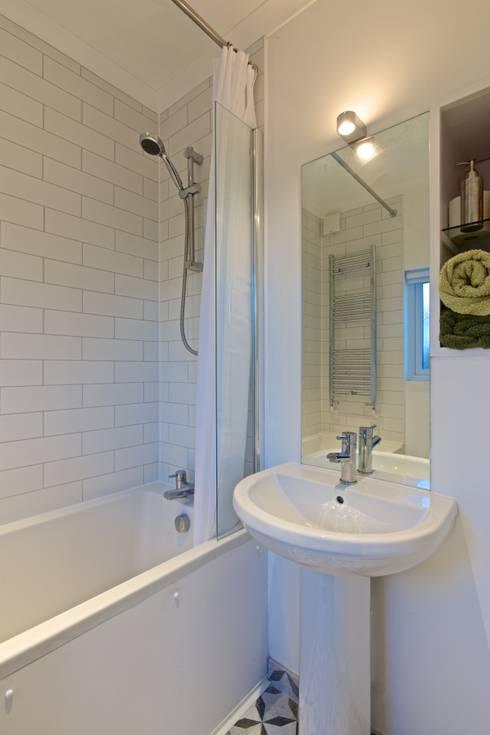 minimalistische Badkamer door ADG Bespoke
