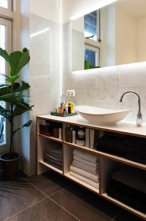 Amsteldijk: eclectische Badkamer door Kevin Veenhuizen Architects