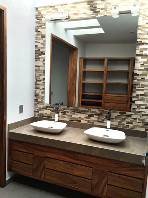 Baños de estilo  por Base-Arquitectura