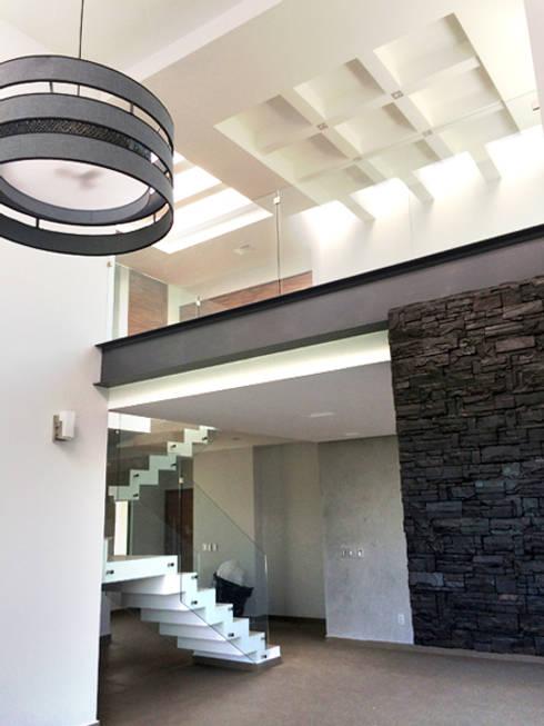 Salas / recibidores de estilo  por Base-Arquitectura