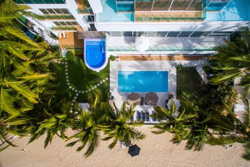 Fotografía aérea con drone en Puerto Vallarta: Casas de estilo moderno por Arcencielstudio