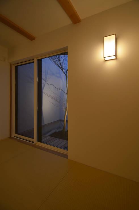 保谷O邸: 遠藤誠建築設計事務所(MAKOTO ENDO ARCHITECTS)が手掛けた和室です。