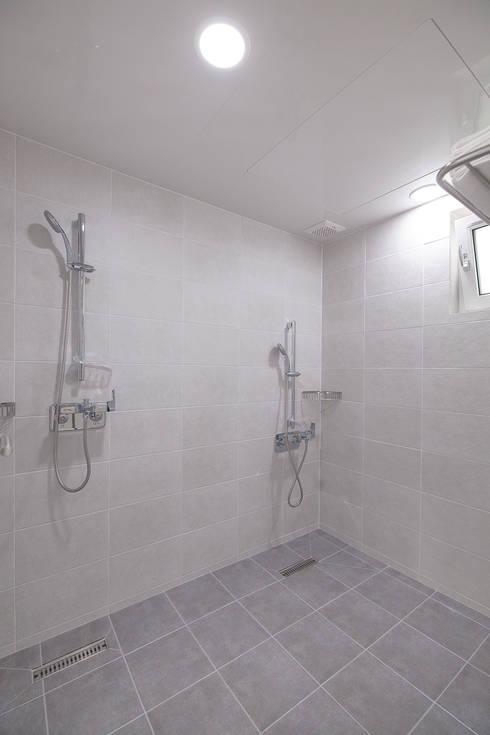 Bathroom by (주)그린홈예진