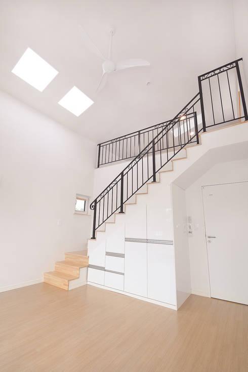 Corridor and hallway by (주)그린홈예진