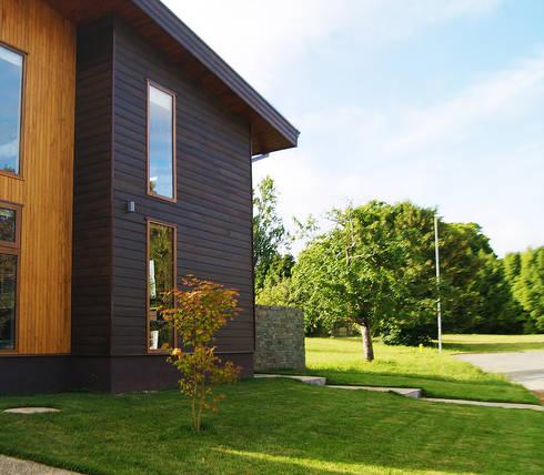 Fachada: Jardines de estilo moderno por Smartlive Studio