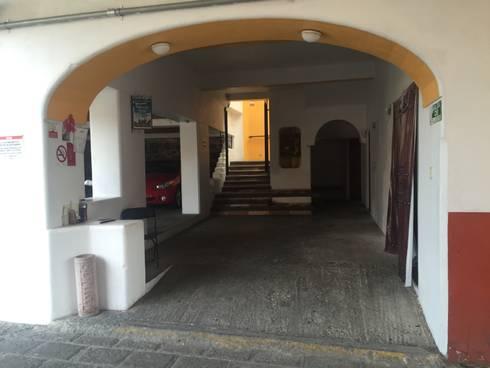 Espacio general: Oficinas y tiendas de estilo  por Cahtal Arquitectos