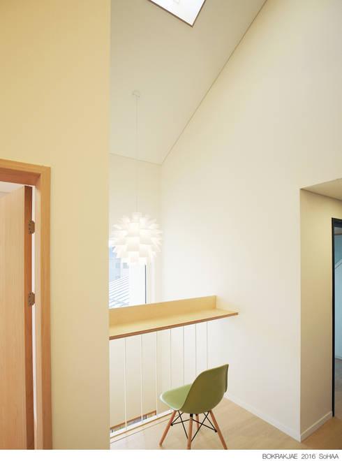 غرفة المعيشة تنفيذ 소하  건축사사무소    SoHAA