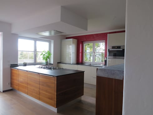 Küche Nussbaum / Weiß Glas: Moderne Küche Von Der Möbelmacher