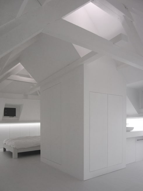 : modern Bedroom by Urban Pioneers